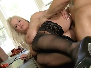 Mega Buxom Cougar Rachel Love Tempts One Horny Youthful Dude