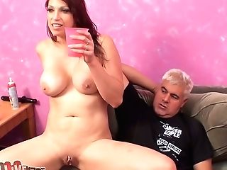Bootylicious Dark-haired Nicki Hunter Gets Her Fuck-holes Eaten
